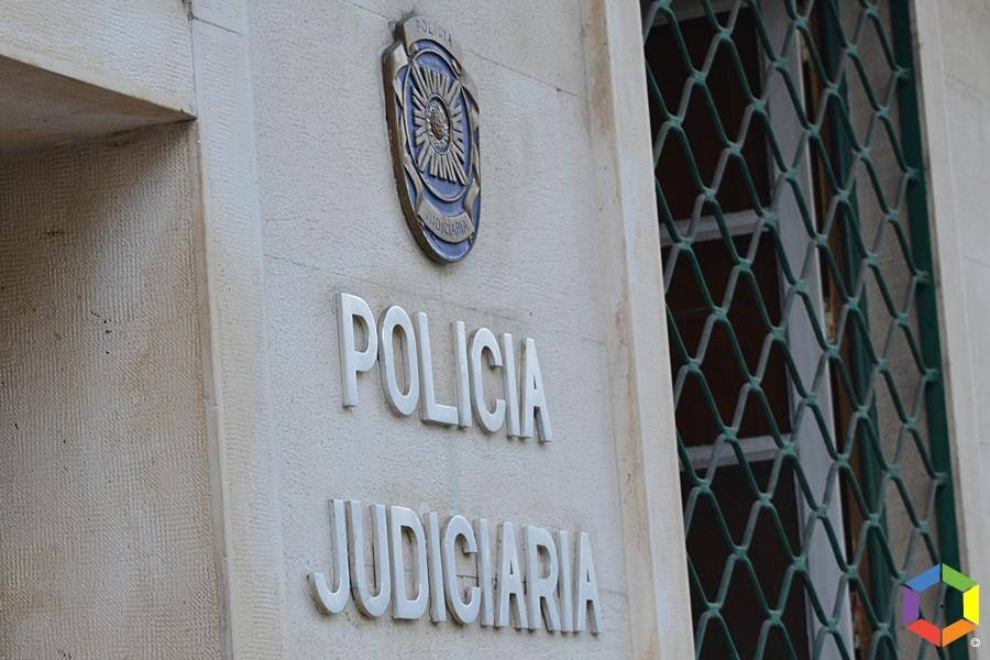 PJ de Aveiro detém suspeito de 19 anos da prática de abuso sexual e pornografia de menores