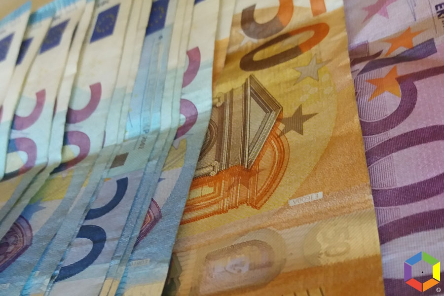 Primeiro-ministro anuncia salário mínimo de 850 euros em 2025, isenção de IRS para mais 200 mil cidadãos
