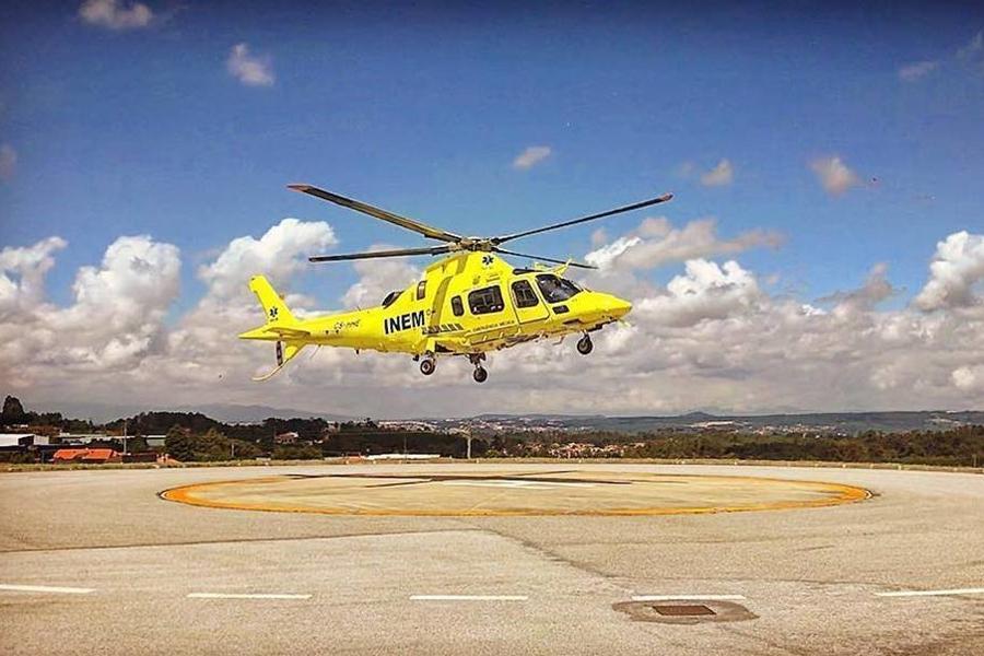 """Helicóptero do INEM faz """"marcha-atrás"""" e mantém-se temporariamente em Viseu"""